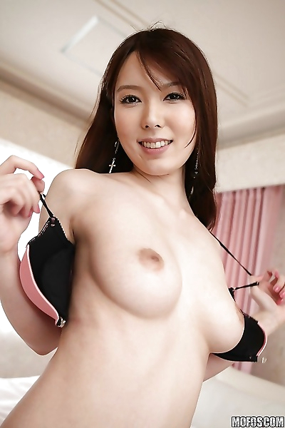 Tempting asian babe with..