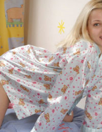 Bonny amateur teen babe Mary turns into a wild blonde prostitute